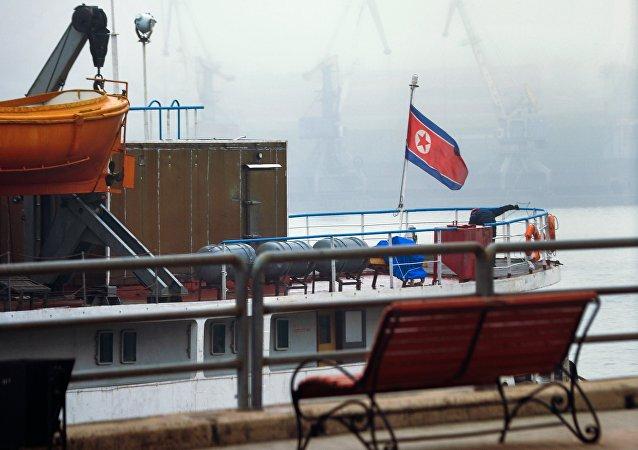 俄法警將8名朝鮮非法漁民驅逐出境