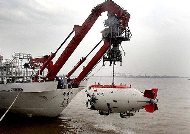 中國載人潛水器 「蛟龍」號成功完成世界最深處首潛