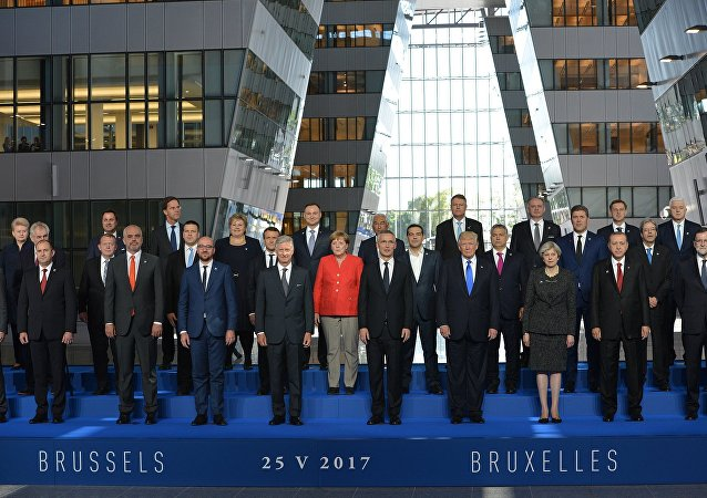 黑山總理將合影時的前排位置讓給特朗普