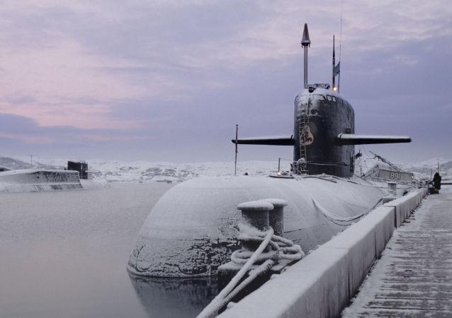 俄北方艦隊司令:俄潛艇長期存在於北極冰層之下