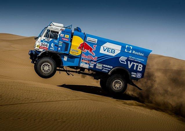 俄「卡瑪斯大師」車隊車手贏得「絲綢之路」拉力賽第8階段頭名