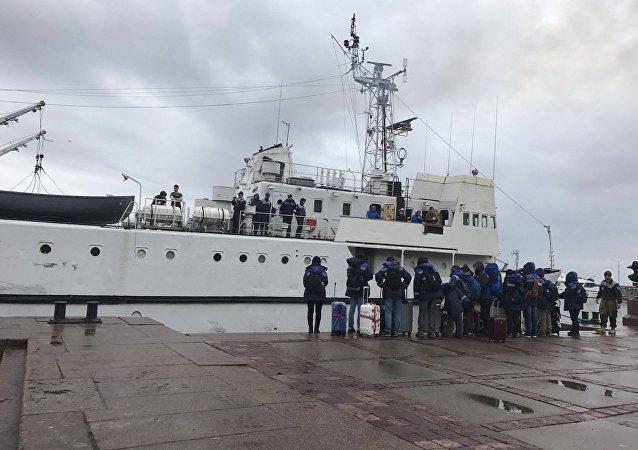俄中生態學家已乘軍用訓練艦前往芬蘭灣外島