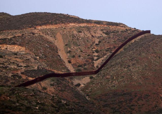 美墨邊境隔離牆
