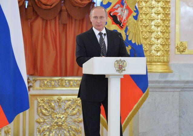 普京於俄羅斯日在克宮頒發俄國家獎章