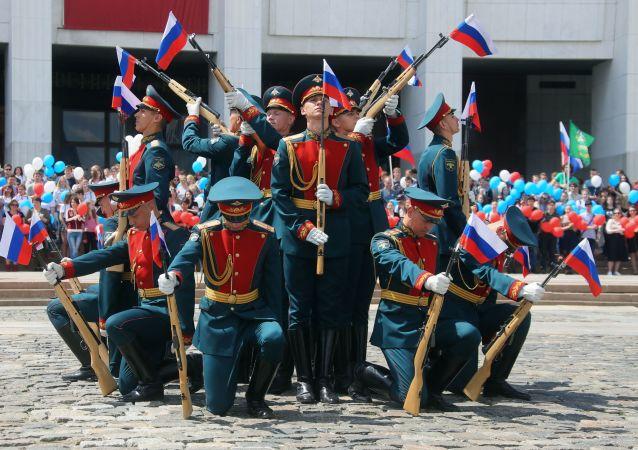 「普列奧布拉任斯基」獨立警衛團在莫斯科俯首山慶祝俄羅斯日