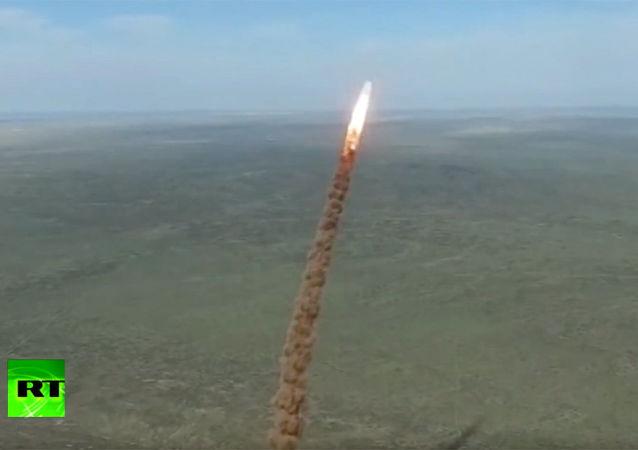 俄國防部:俄在哈薩克斯坦靶場成功試射一枚新型反導導彈
