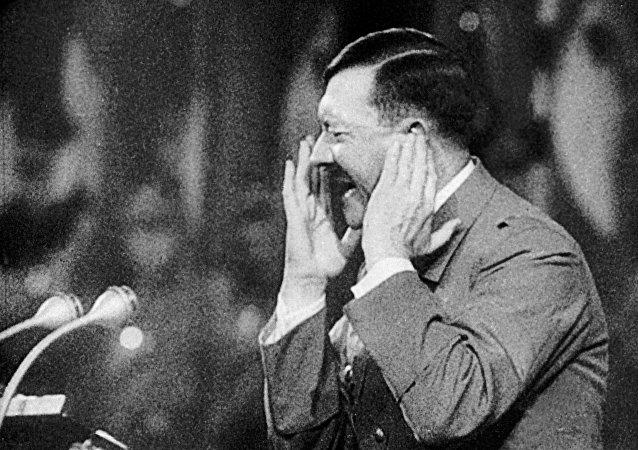 美中情局解密希特勒性取向報告