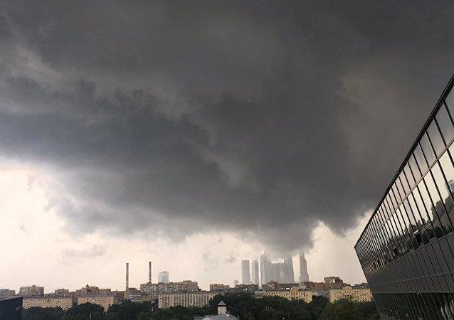 因莫斯科暴雨38架客機飛往後備機場降落