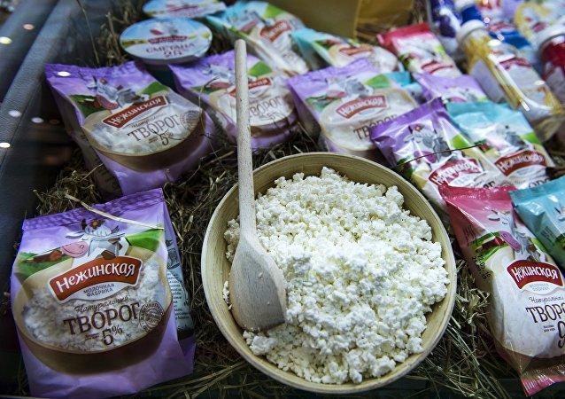 Творог производства молочной фабрики Нежинская, представленный на Международной выставке продуктов питания WorldFood Moscow