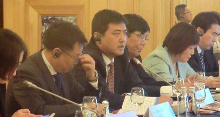 中國中央電視台體育頻道副總監李岳(左三)