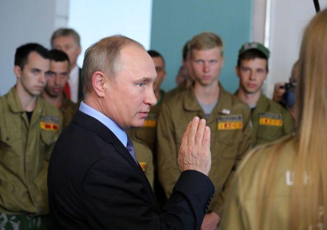 普京表示自己最願意與勞動民眾交流