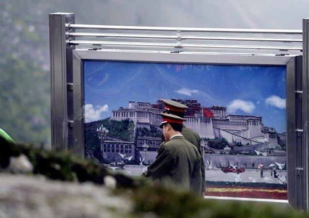 中國西藏軍區某旅組織全要素實兵實彈演練