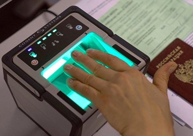 俄內務部:國家杜馬秋季可能將通過有關向外國人採集指紋的法律