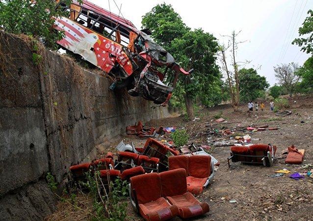 印度北部客車事故造成