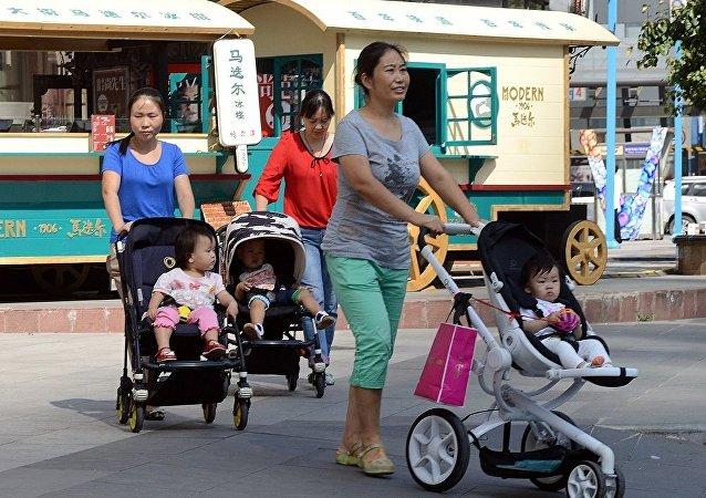 中國增加產假天數 試圖解決出生率下降問題