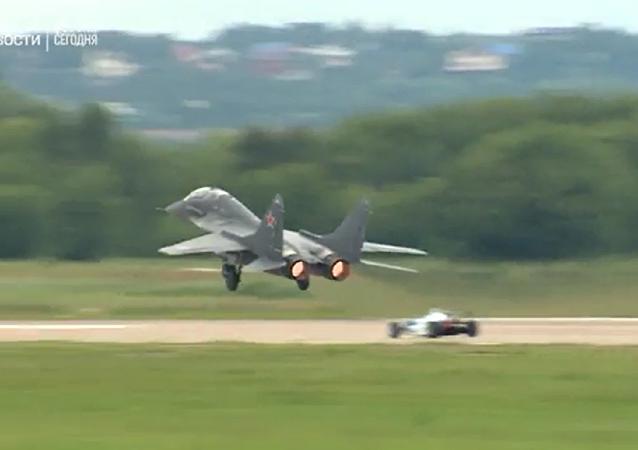 一級方程式賽車與米格-29:2017莫斯科國際航展(MAKS-2017)上的速度競技