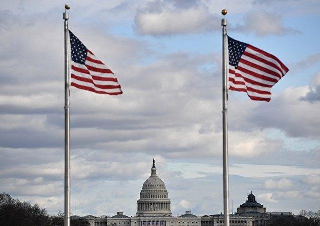 特朗普抵達國會大廈悼念前總統老布什