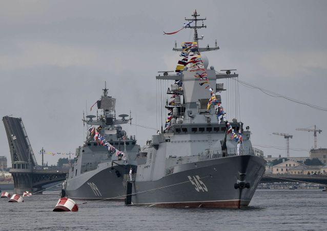 俄羅斯國防部表示,俄羅斯海軍總司令在聖彼得堡會見了中國海軍司令員
