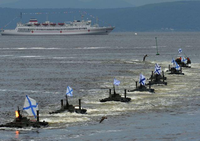 符拉迪沃斯托克舉行海上閱兵式紀念俄羅斯海軍日
