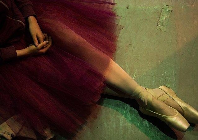 聖彼得堡俄羅斯芭蕾舞劇院40名演員在北京耽擱近一天