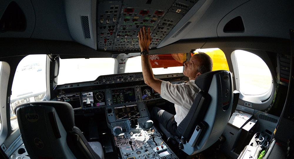 俄交通部:俄羅斯飛行員的工作條件不遜於中國