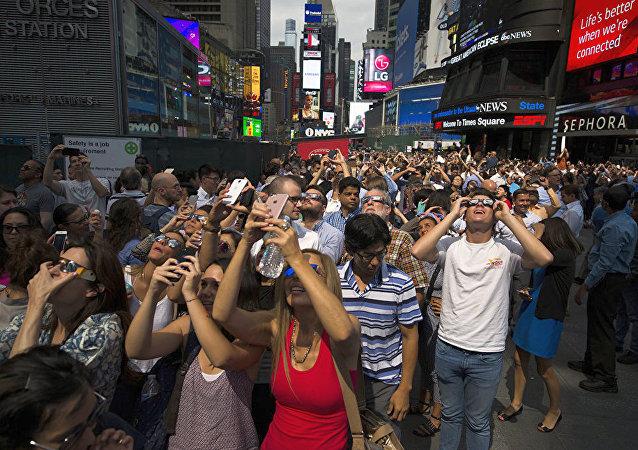 美國逾500萬人通過電視觀看日全食