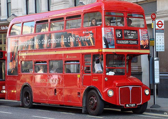 紅色雙層巴士