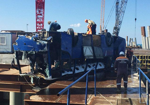 俄交通部門:落水客車沿碼頭內部道路行駛