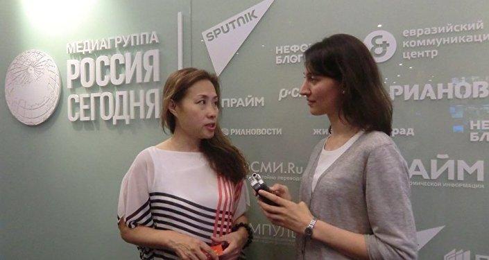 華聯會主席黃靜接受俄羅斯衛星通訊社記者採訪