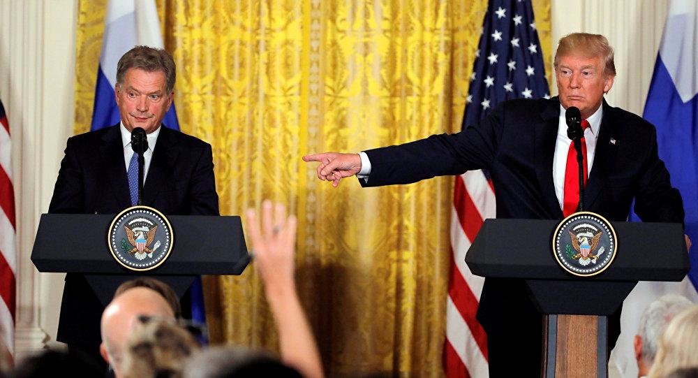 特朗普在記者會上混淆兩名金髮女記者