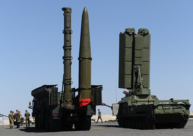 俄S-400系統戰勤班在克里米亞進行防空演習