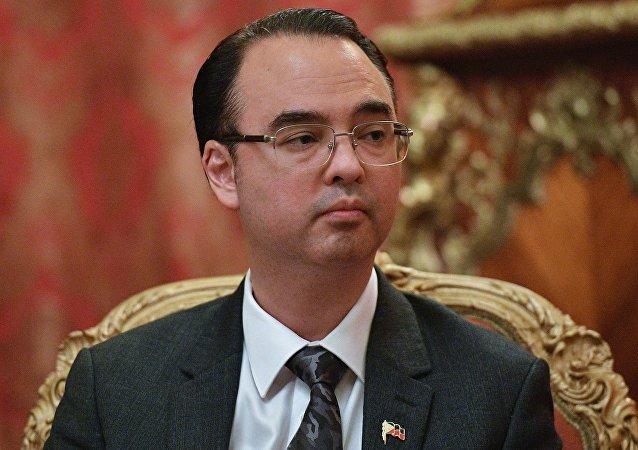 菲律賓外交部長阿蘭•彼德•卡耶塔諾