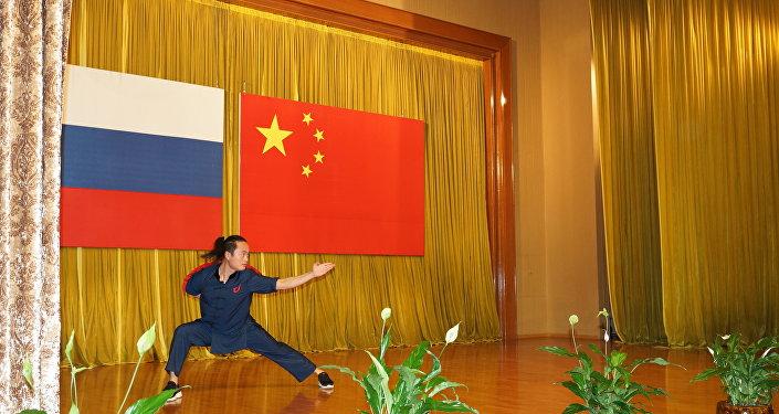俄羅斯最著名的莫斯科氣功功夫學校教師和學員們做了精彩表演