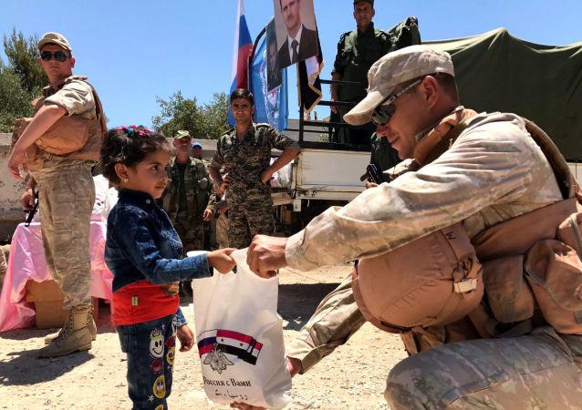 俄軍在敘大馬士革郊區分發逾5噸食品