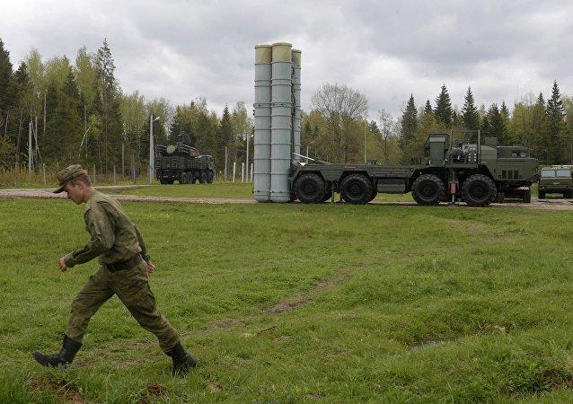 俄東部軍區舉行S-300和S-400防空導彈系統實彈射擊演習