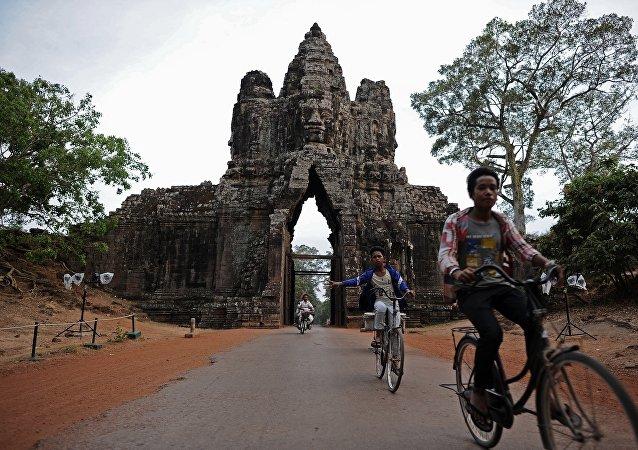 媒體:匈牙利外長訪問後確診新冠肺炎 柬埔寨追蹤接觸者增至889人