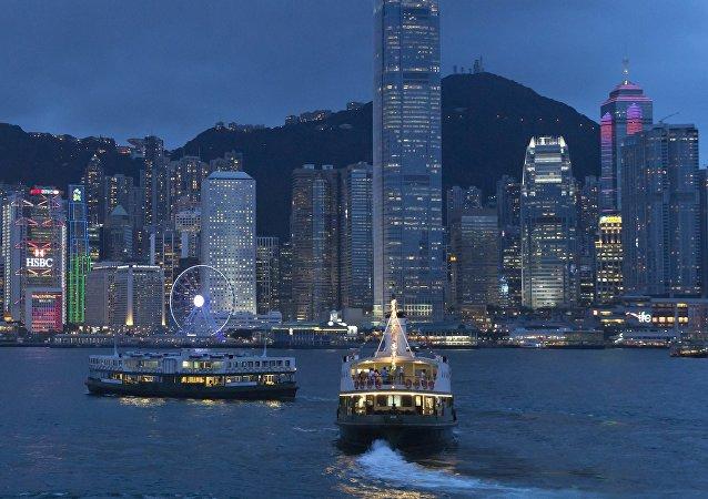 在香港的工兵排除了二戰時的炸彈