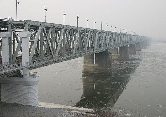 跨阿穆爾河大橋