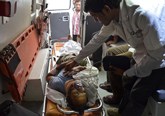 印度南部一輛載有朝聖者的巴士墜毀導致50人死亡