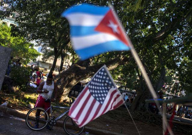 彭斯威脅對古巴採取「更嚴厲的措施」