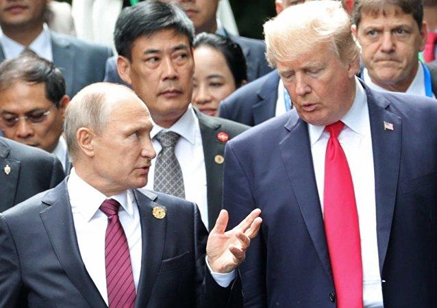 消息人士:俄美領導人在巴黎簡短交談或涉及《中導條約》問題