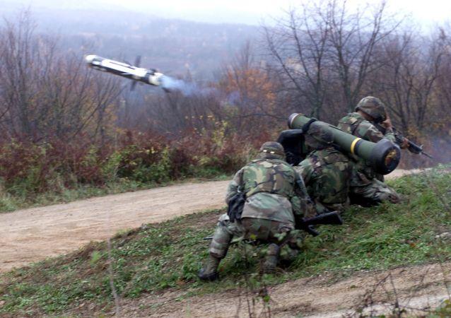 「標槍」 (Javelin) 反坦克導彈系統