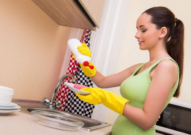在巴黎必勝客就餐的女子意外喝下洗潔精