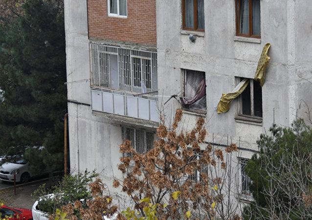 特種部隊在第比利斯針對藏有恐怖分子嫌犯的建築發動強攻