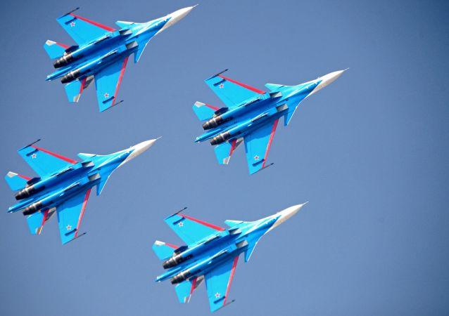俄聯邦空天部隊「俄羅斯勇士」飛行隊駕駛蘇-30戰鬥機