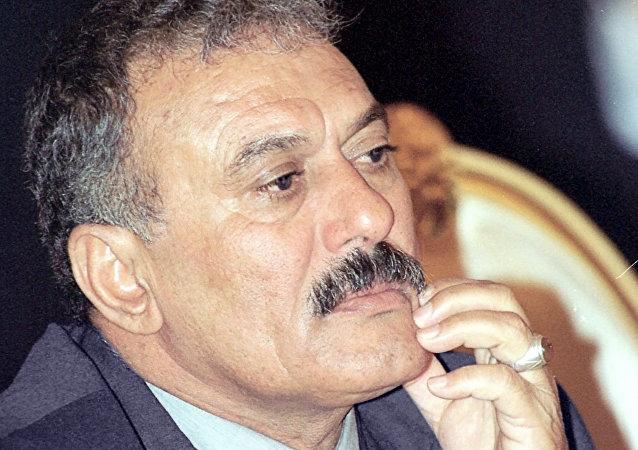 媒體:也門胡塞武裝炸毀前總統薩利赫住所 薩利赫或被殺