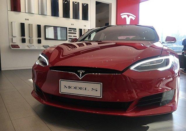 特斯拉公司因關稅原因把在中國的Model S和Model X型車售價提高2萬美元