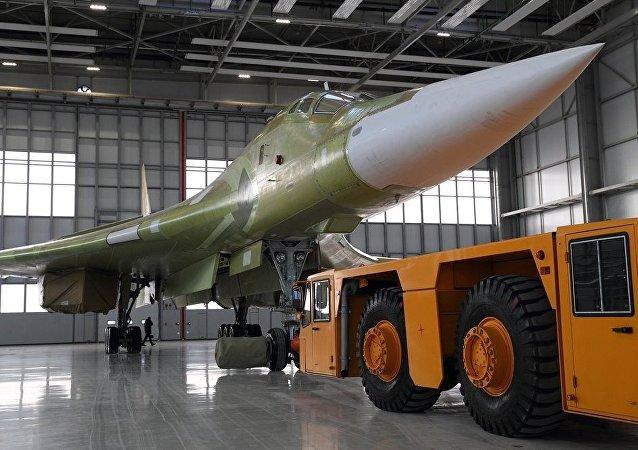 俄首架現代化圖-160M轟炸機開始接受地面和飛行測試