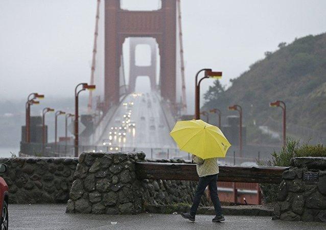 美國加州火災地區將降暴雨 逾2萬人被迫撤離