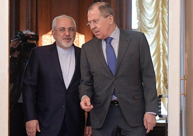 俄羅斯外長拉夫羅夫與伊朗外長扎里夫(資料圖片)